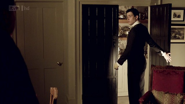 DowntonAbbeyS02E08_Thomas_silvercupboard
