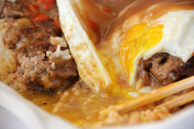 6947134987 769e9aa982 z Loco Moco   Hawaiis Most Sloppy and Comforting Delicacy