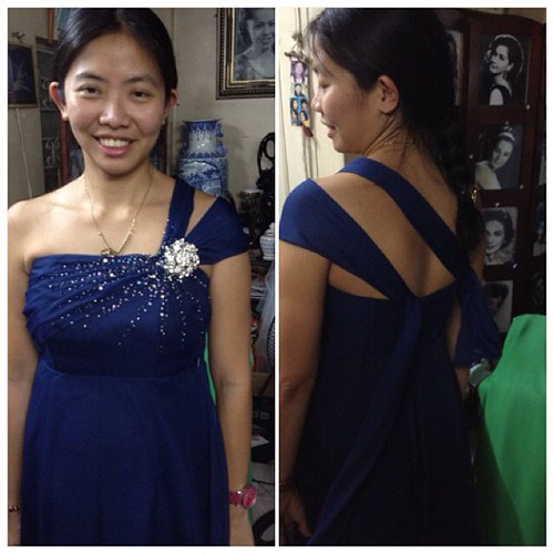 For my cousin's wedding on Sat. Wag pansinin ang kilikili ko. Papatahi ko pa yan sa mananahi ko sa next fitting namin. Hehe.