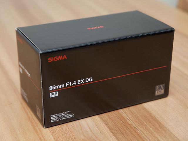 SIGMA 85mm F1.4 EX DG HSM 箱