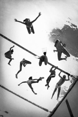 swimmers via fffound