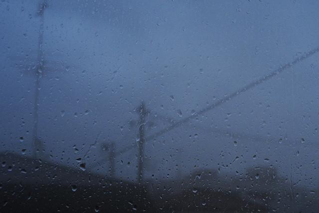 窓外の雨粒