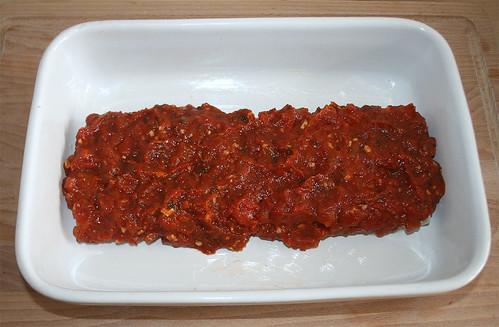 26 - Mit Tomatenmasse bestreichen / Coat with tomato mix