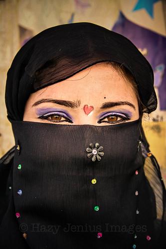 blue shadow red woman eye girl hearts colorful veil muslim islam middleeast makeup east syria dayrazzawr