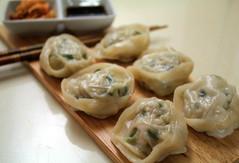 shumai(0.0), mandu(1.0), momo(1.0), wonton(1.0), pelmeni(1.0), food(1.0), dish(1.0), dumpling(1.0), jiaozi(1.0), khinkali(1.0), cuisine(1.0),