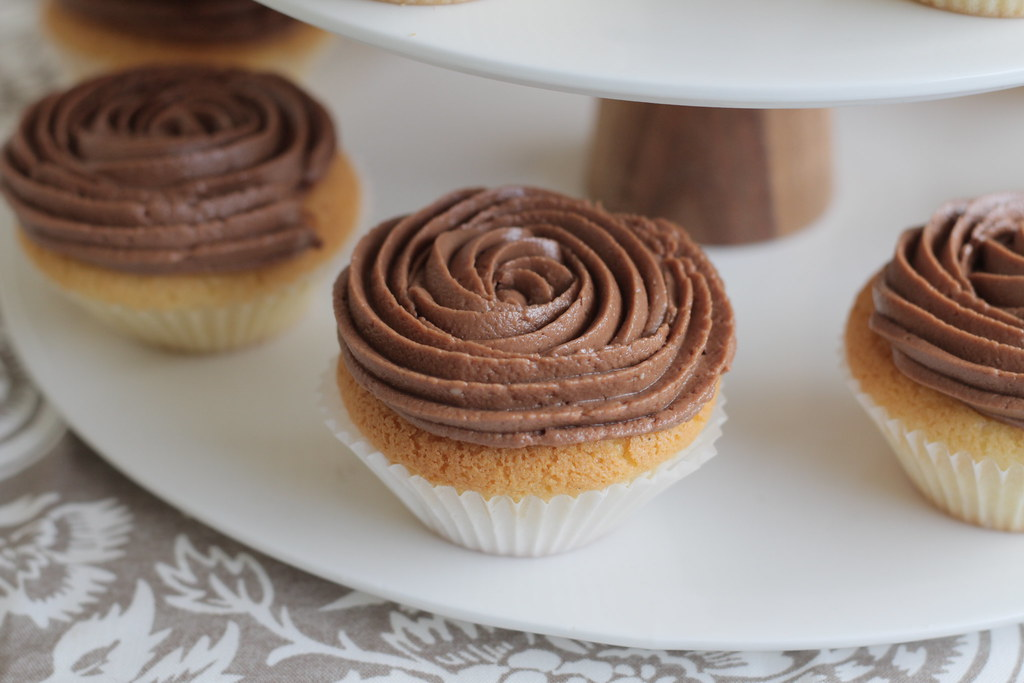 Exotic Extracts: Chocolate Cream Cheese Icing
