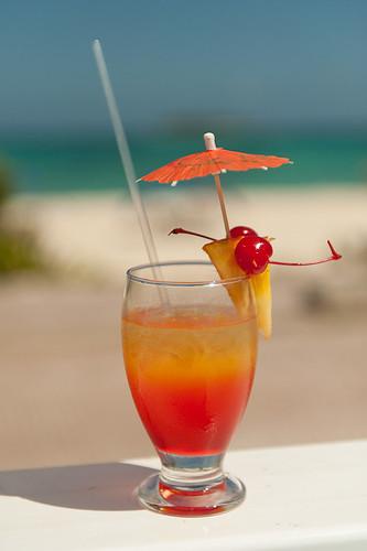 beach hotel mar colombia drink alcohol co caribbean isla coctail bebida allinclusive caribe coctel sanandres tequilasunrise sanandrés sanandresisland sanandrésislas bahiasardina hotelbahiasardina plantodoincluide