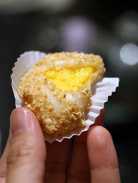 Canton Paradise: Custard Glutinous Rice Ball with Grated Oat
