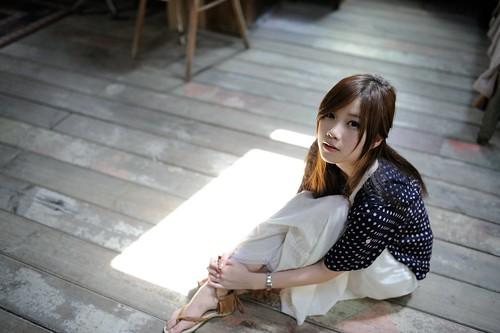 [フリー画像素材] 人物, 女性 - アジア, 女性 - 座る, 台湾人 ID:201203292200