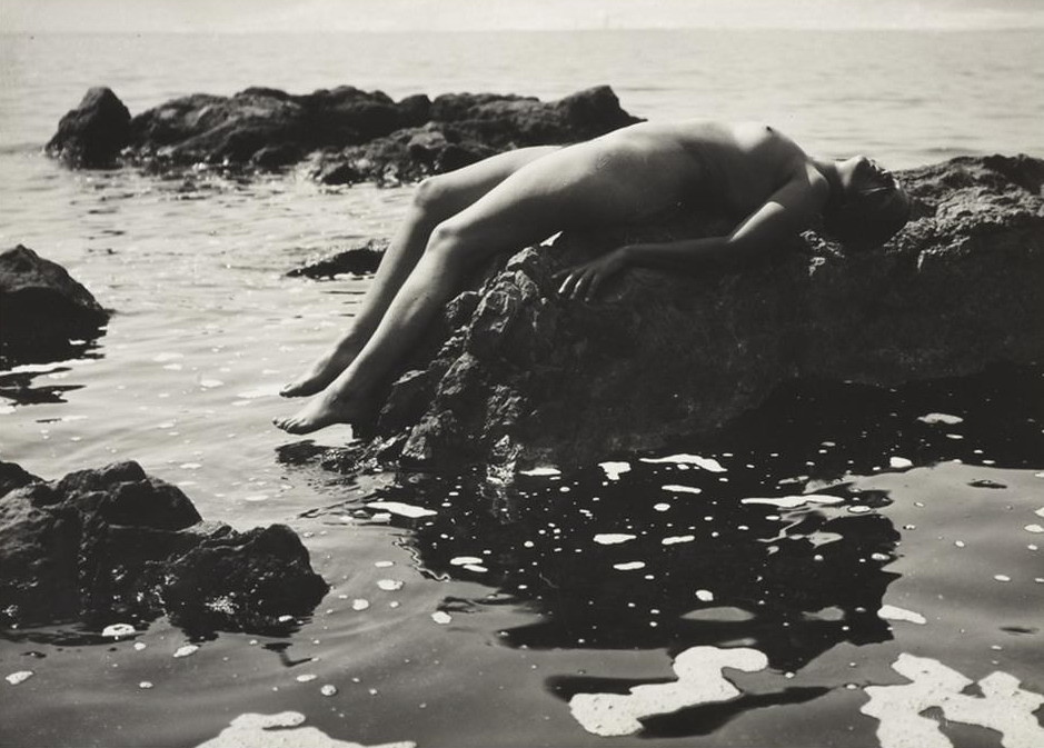 Rudolf Koppitz Nude at the seaside (Anna Koppitz)