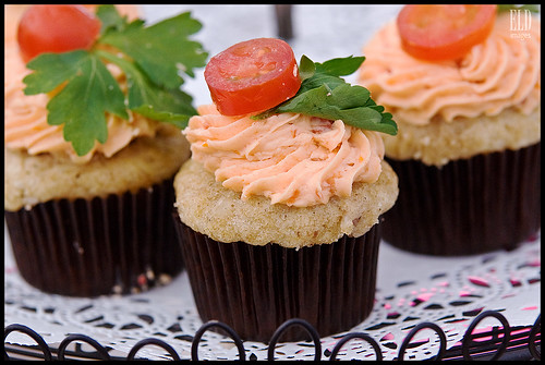 BLT: Kiss the Pig - Cupcake Luv at Ballard Farmers Market