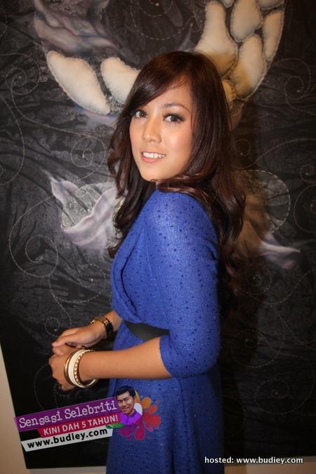 Shila Amzah MANIA