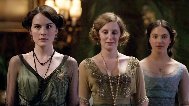DowntonAbbeyS01E02_MaryEdithSybil_olivegreen