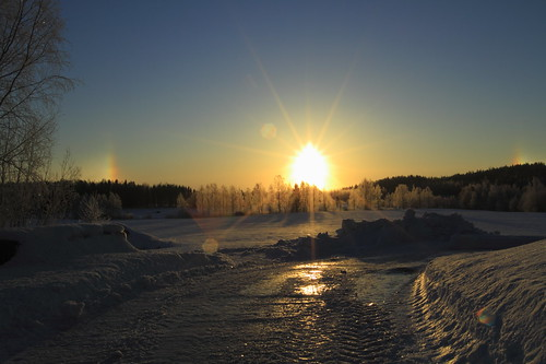morning blue winter light sky sun sunlight snow reflection colors sunrise canon finland rainbow frost bright halo bluesky 7d lumi talvi valo laukaa aurinko sininen heijastus taivas aamu auringonvalo auringonnousu valkola threesuns canoneos7d canonef163528liiusm frostintheair haloilmiö lumihanki anttospohja juhanianttonen kolmeaurinkoa