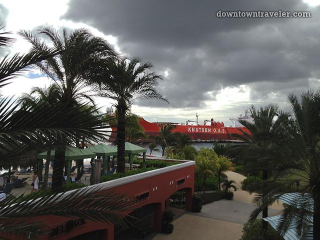 Renaissance Curacao Hotel_Mall walkway