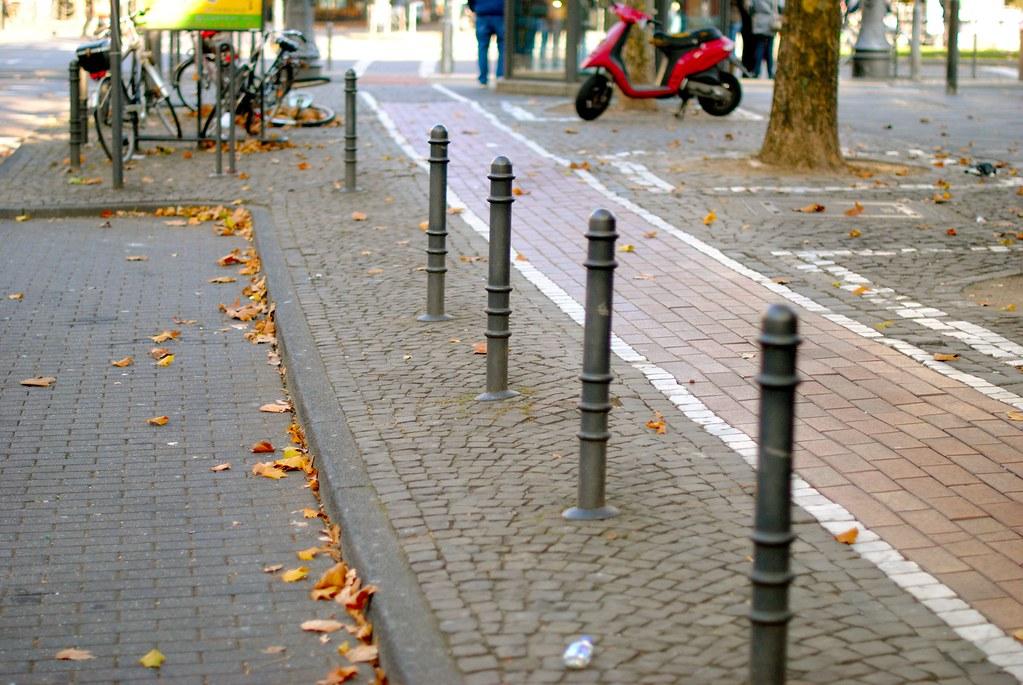 Кёльн —тротуары и другие городские детали