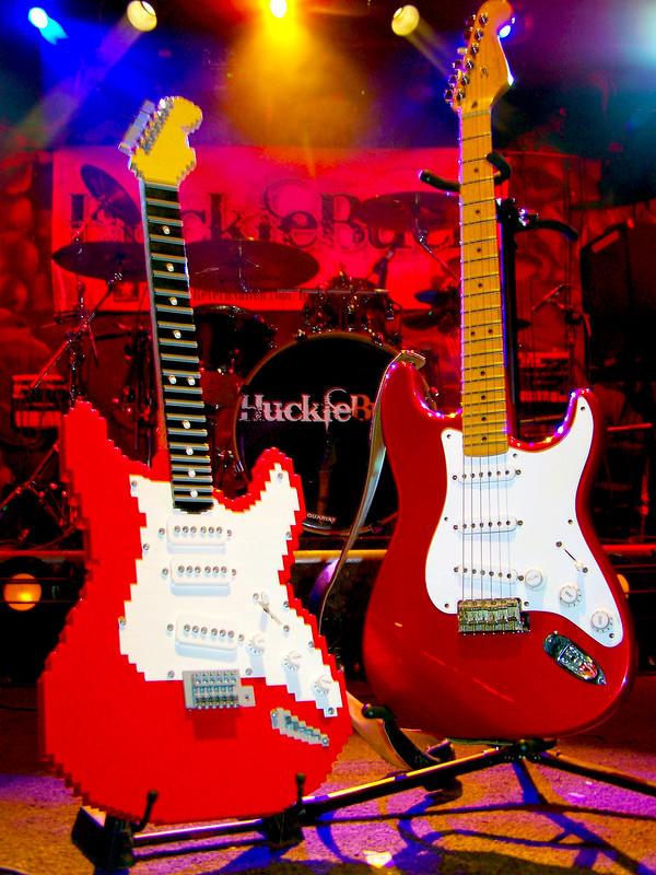 LEGO Fender Stratocaster - Side by Side