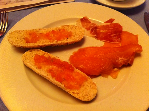Vitoria | Gran Hotel Lakua | Segunda tanda: el pan con salmón y jamón