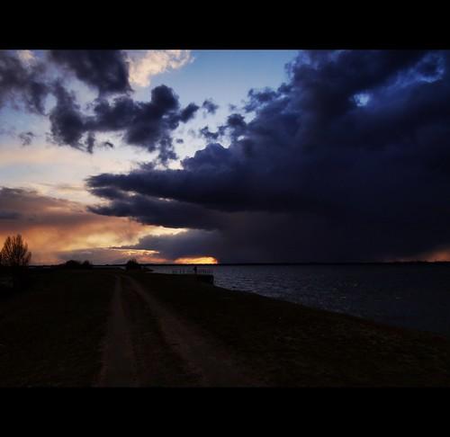 sunset sky lake storm nature water weather clouds river landscape march countryside spring snowstorm poland polska natura woda wiosna przyroda marzec jezioro rzeka chmury niebo burza pogoda zachódsłońca krajobraz warta jeziorsko sonydschx100v zalewjeziorsko burzaśnieżna