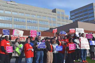 T-Mobile workers, CWAers and labor activists rally at T-Mobile USA corporate headquarters in Bellevue, Wash