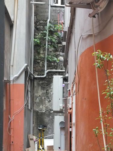 Egy faldarab a hátsó falban