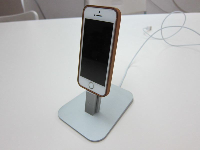 Twelve South HiRise for iPhone 5 & iPad Mini - With iPhone 5s
