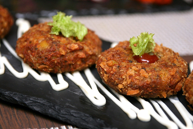 Nadru Kabab - pan-grilled lotus stem marinated with chili, dusted with roasted mint powder and has sandalwood in it!