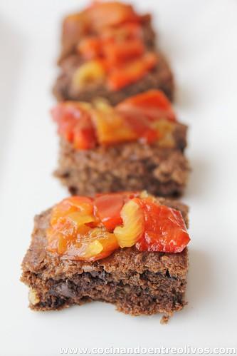 Brownie de morcilla con chutney de pimientos rojos (1)