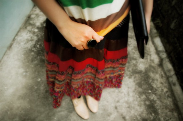 Black Envelop clutch, denise katipunera, pinay filipina fashion blogger, mommy style, fashion on a budget, thrift skirt, nude boots, colorful outfit