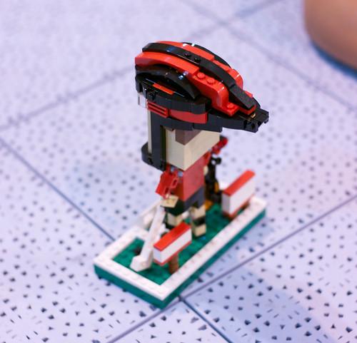 P1010872 LEGO Mini Martin