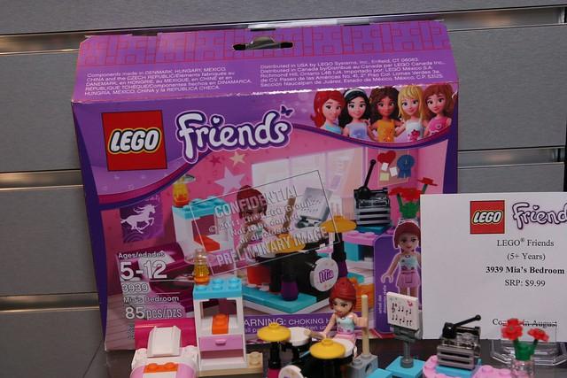 LEGO Toy Fair 2012 - Friends - 3939 Mia's Bedroom - 1