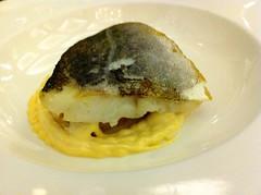 Lomo de bacalao sobre un trinchant de berza y patata con ali-oli ligero de pimentón - Ozio Arizona - Bilbao - Vizcaya