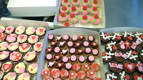 Valentine's Day Cupcakes by CAKE Amsterdam - Cakes by ZOBOT