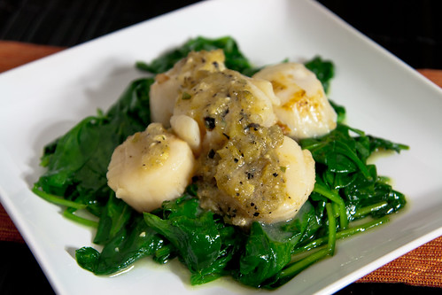 Scallops with Tomatillo Sauce from Cinco de Mayo Salsas