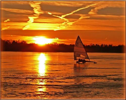 sunset sea ice germany deutschland see sonnenuntergang eis scharbeutz ostholstein eissegeln pönitzamsee iceyachting
