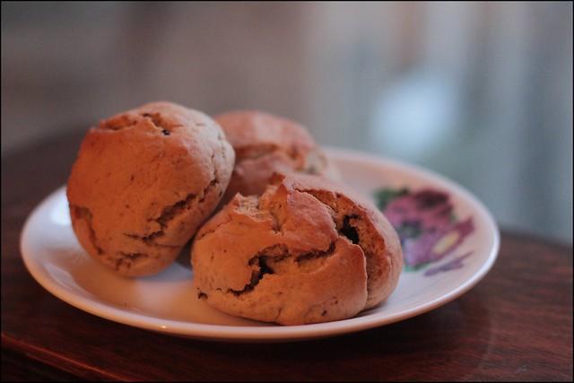 vabilla and blueberry scones