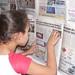 caça palavras em painel com jornal