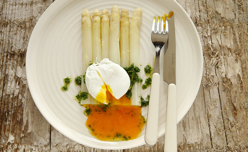 white asparagus with a poached egg