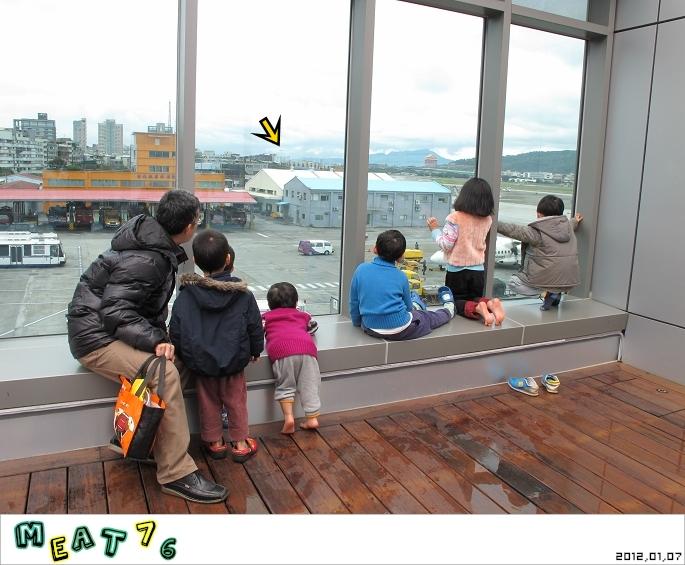 【遊樂台北】松山機場|眼前的起降輸給天倫同樂的感動與情侶的氛圍感染23-2.jpg