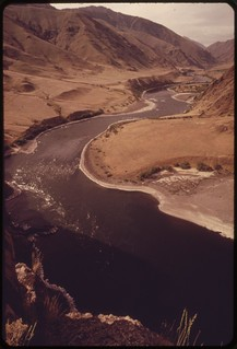 """Winding course of the Snake River viewed from trail near """"Suicide Point"""" in Hells Canyon, wildest and deepest gorge in North America, 05/1973"""