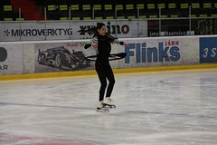 speed skating(0.0), skating(1.0), ice dancing(1.0), winter sport(1.0), individual sports(1.0), sports(1.0), recreation(1.0), outdoor recreation(1.0), ice skating(1.0), ice rink(1.0), figure skating(1.0),