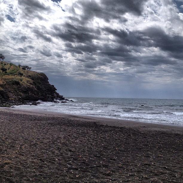 Nubes sobre Playa Calabajío (Almuñécar)