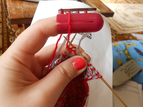 Вязание с изнанки жаккардом с наперстком