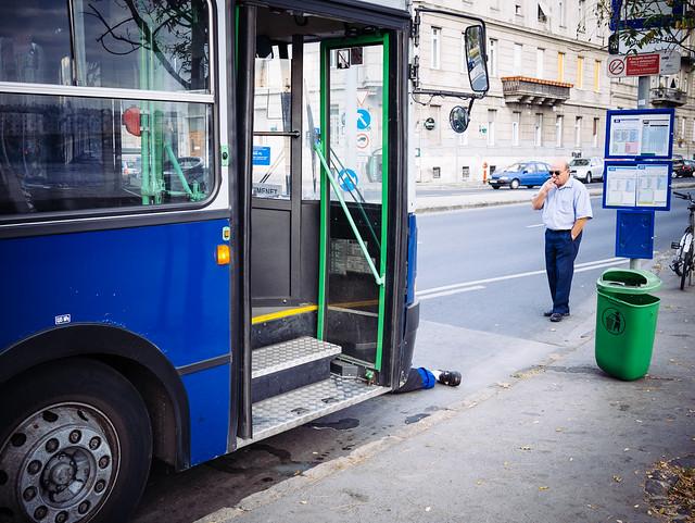 blauer Bus von Welslau bei Flickr
