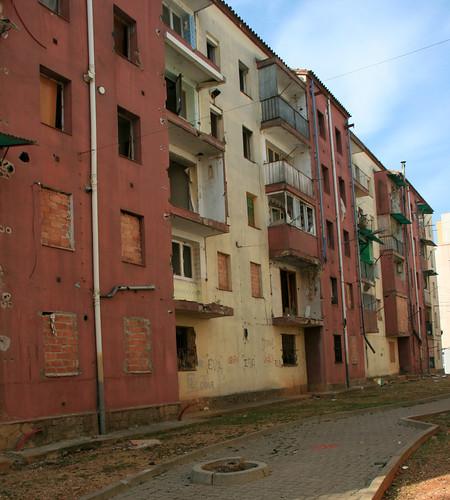 Otra imagen de los edificios del barrio. Autor: Entesa
