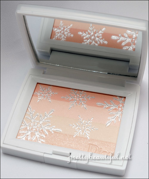 DiorSnow Light Amplifying Face Powder Inside