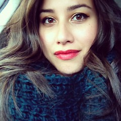red lips + chunky scarf