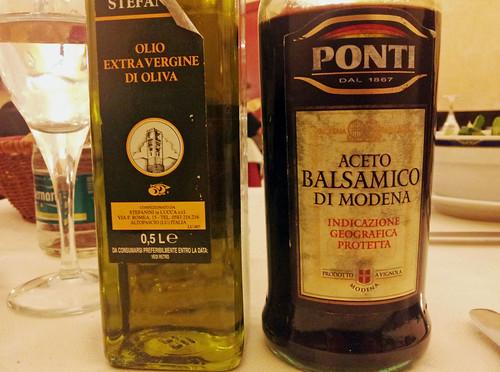 サラダを頼んだらオリーブオイルとバルサミコが出てきた - Airone, Torino