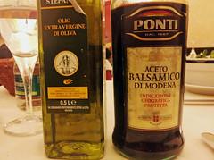 Sun, 19/02/2012 - 20:48 - サラダを頼んだらオリーブオイルとバルサミコが出てきた - Airone, Torino