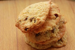 chocolate chip cookie, peanut butter cookie, baking, oatmeal-raisin cookies, baked goods, cookies and crackers, food, dessert, cookie, snack food, scone,